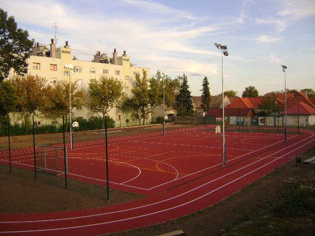 AzoroshaziSzekacsJozsefEvangelikusOvoda-AltalanosIskolaesGimnaziumbantornaszoba-valamintsportudvarkialakitasa